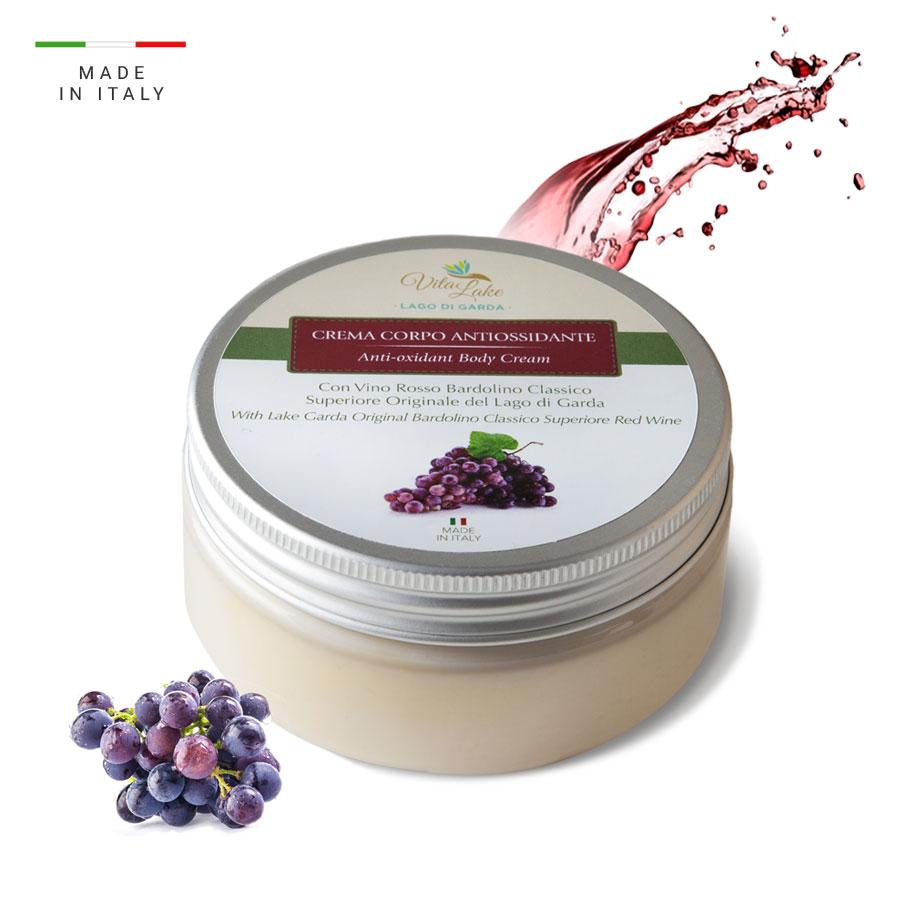 Crema corpo antiossidante: aiuta a prevenire e a contrastare i segni dell'età, per una pelle visibilmente più fresca e luminosa. Linea Vino Bardolino Vitalake