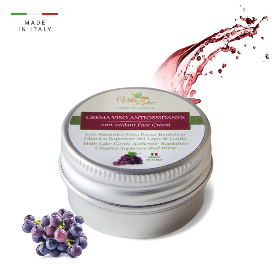 Formato viaggio per questa Crema al Vino Bardolino antiossidante. Ritrova la morbidezza alla pelle con Vitalake, lago di Garda.